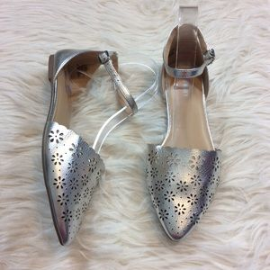 Old Navy Silver Floral Cut Out Eyelet Flats Size 8